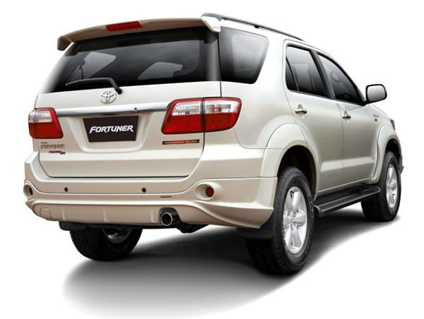 toyota-fortuner-anniversary-edition-rear