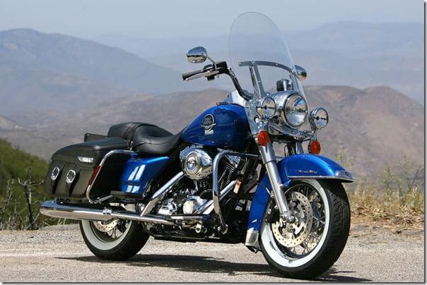 Harley_Davidson_FLHRC_Road_King_Cla