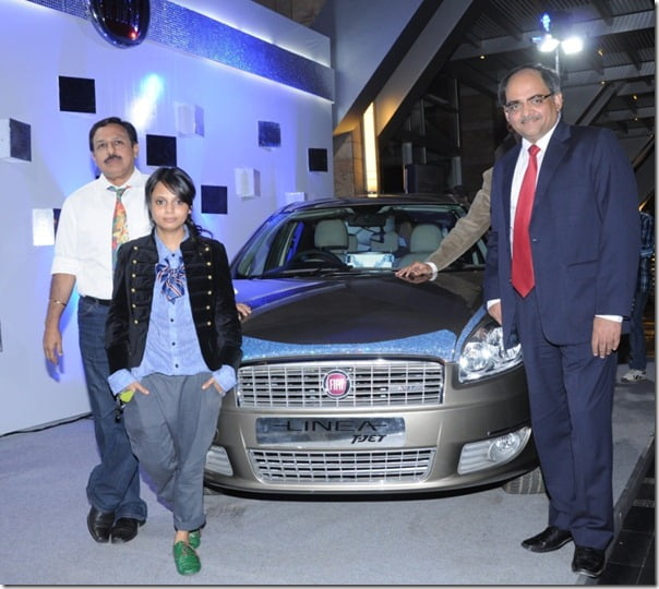 Pic 1.) R-L Mr. Ravi Bhatia, VP- Commercial Fiat,Desinger Little Shilpa, Mr. Marius D'Lima, Head, Corporate Communications, Fiat