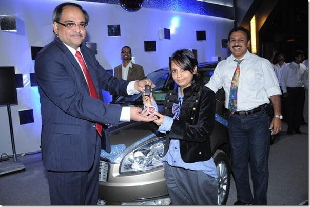 Pic 2.) L-R Mr. Ravi Bhatia, VP- Commercial Fiat,Desinger Little Shilpa, Mr. Marius D'Lima, Head, Corporate Communications, Fiat