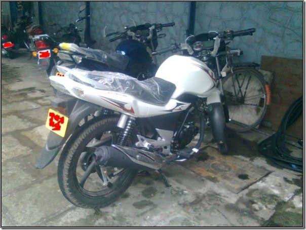 2012-Suzuki-GS150R-3