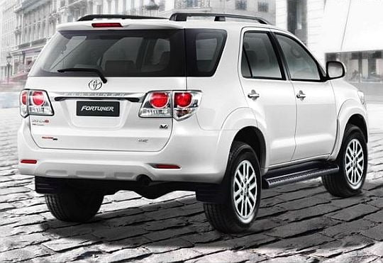 New Toyota Suv >> 2012-Toyota-Fortuner-SUV-rear-view-image.jpg - CarBlogIndia