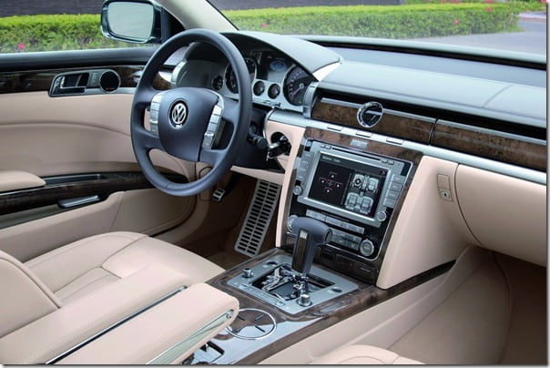 Volkswagen Phaeton Petrol Super Luxury Sedan At Jaw Dropping Price Discount Of Rs. 25 Lakh