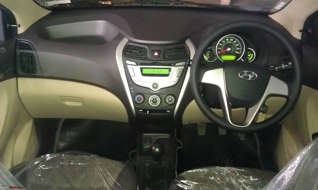 confused b w hyundai eon santro and i10 detailed. Black Bedroom Furniture Sets. Home Design Ideas