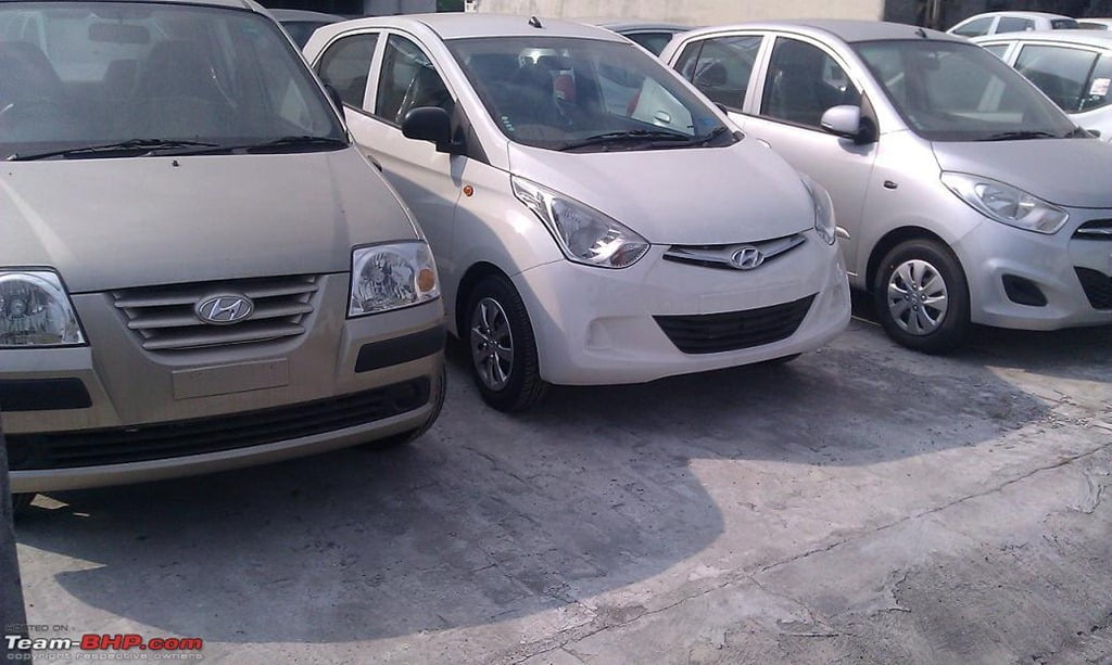 confused b w hyundai eon santro and i10 detailed comparison of exteriors. Black Bedroom Furniture Sets. Home Design Ideas