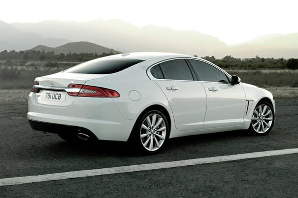 Jaguar-XF_2012_1024x768_wallpaper_1e