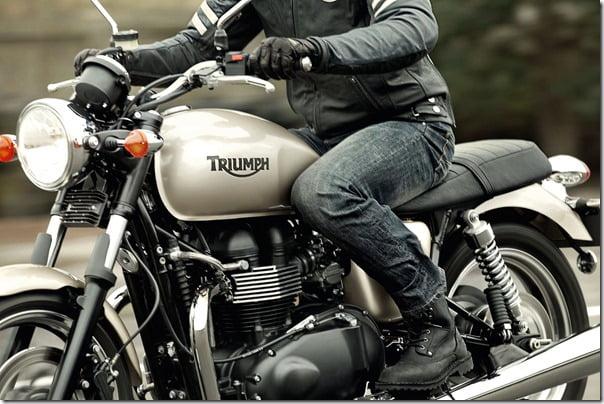 2012-Triumph-Bonneville
