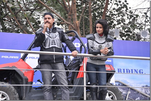 2-Gul Panag along with Mr. Pankaj Dubey MD Polaris India unveiling Polaris youth powersports vehicles at the 11th Auto Expo