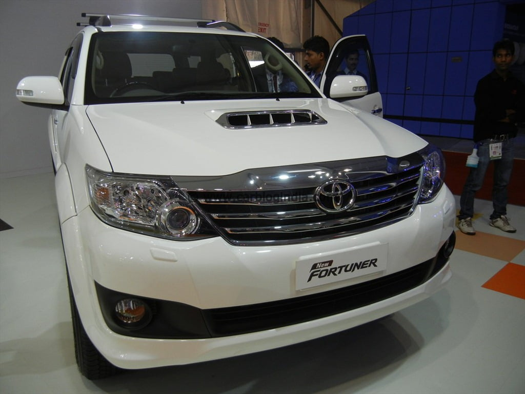Toyota Fortuner 2012 New Model Exclusive Pictures From Auto Expo 2012.  DSCN3047. image – Toyota Fortuner 2012 New Model India At Auto ...