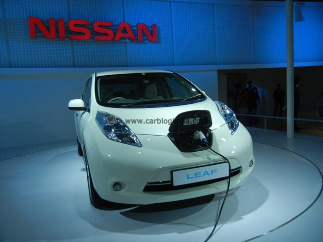 Nissan Brings Compact Sports Concept, Leaf Electric Car, GT-R Sports