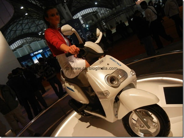 TVS Hybrid Concept Scooter Qube Showcased At Auto Expo 2012 In India