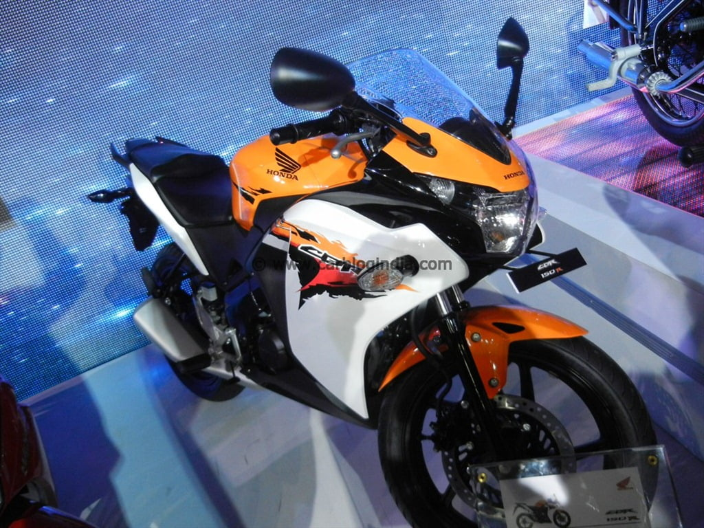 Honda Cbr150r Sporty Bike Launched At Auto Expo 2012 Under Rs 12 Cover Shock Cbr 150r Image India