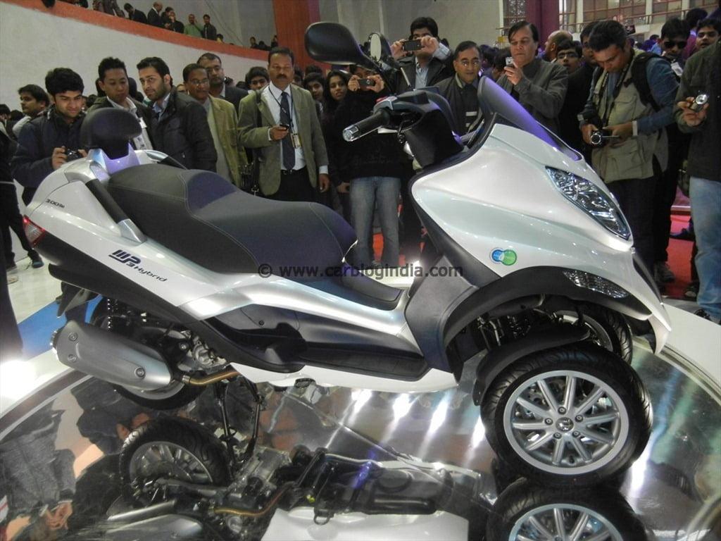 piaggio mp3 hybrid 3 wheeled motorcycle concept at auto expo 2012
