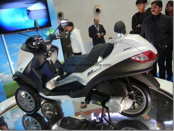 Piaggio MP3 Hybrid 3 Wheeled Motorcycle Concept At Auto Expo 2012 – Pictures and Video