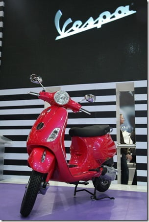 The Vespa comes to India_Mr. Ravi Chopra, Chairman & Managing Director, Piaggio unveiled the Vespa at the Auto Expo