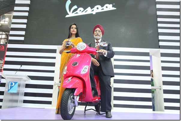 The Vespa comes to India_Mr. Ravi Chopra, Chairman & Managing Director, Piaggio unveils the Vespa at the Auto Expo