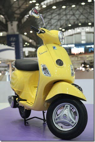 Vespa LX125 Scooter Unveiled At Auto Expo 2012 For India– Launch In April 2012