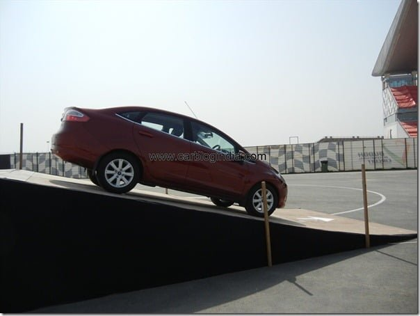 Ford Fiesta 2012 PowerShift Automatic Track Test Drive Review (92)
