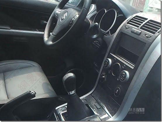 2013 Suzuki Grand Vitara front interior