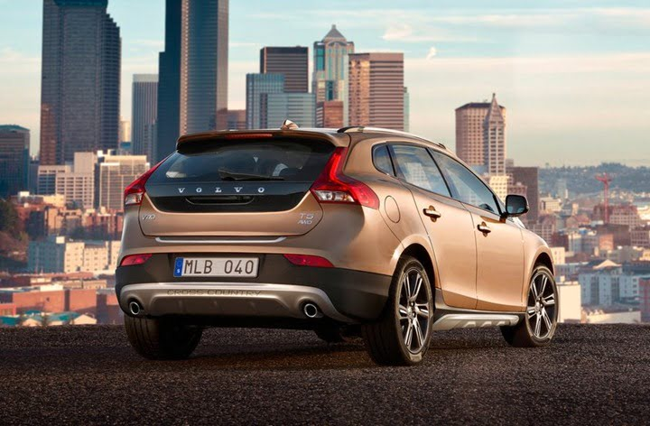 Volvo V40 Cross Country All Road– BMW X1 & Mercedes A Class Competitor