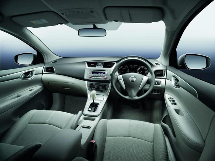 Nissan Sylply sedan interior