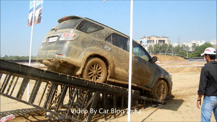 Toyota Fortuner Off Roading (3)