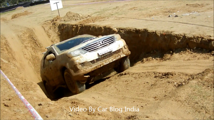 Toyota Fortuner Off Roading (6)