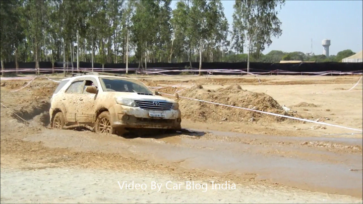 Toyota Fortuner Off Roading (7)