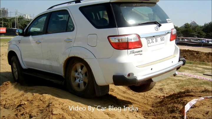Toyota Fortuner Off Roading (9)