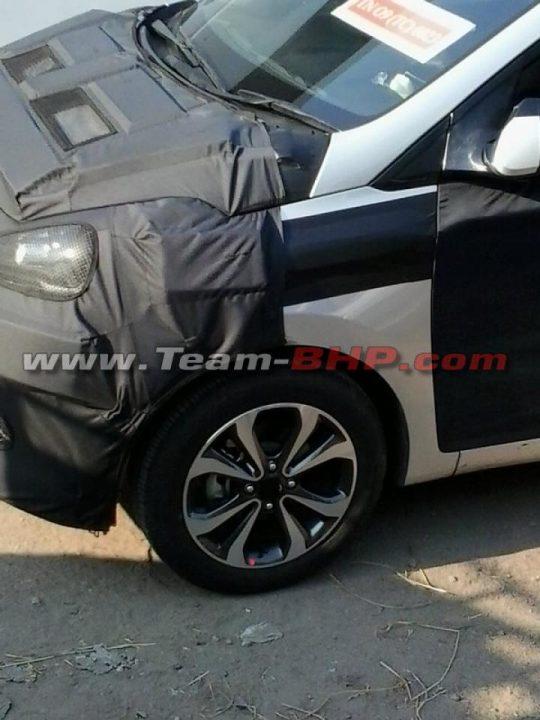 Snazzy-alloy-wheels-on-the-2014-Hyundai-i10