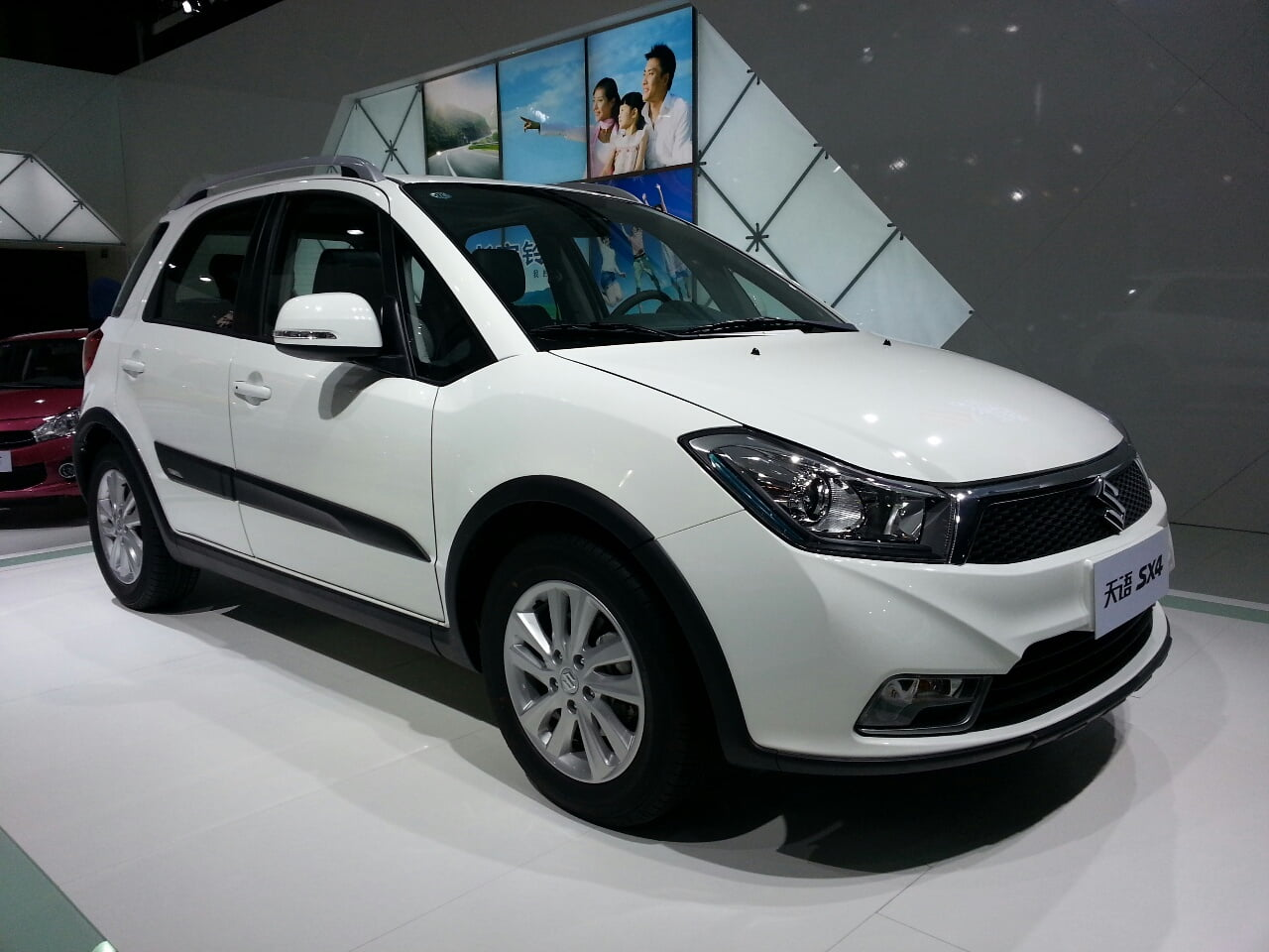 suzuki sx4 crossover facelfited version launched in shanghai. Black Bedroom Furniture Sets. Home Design Ideas