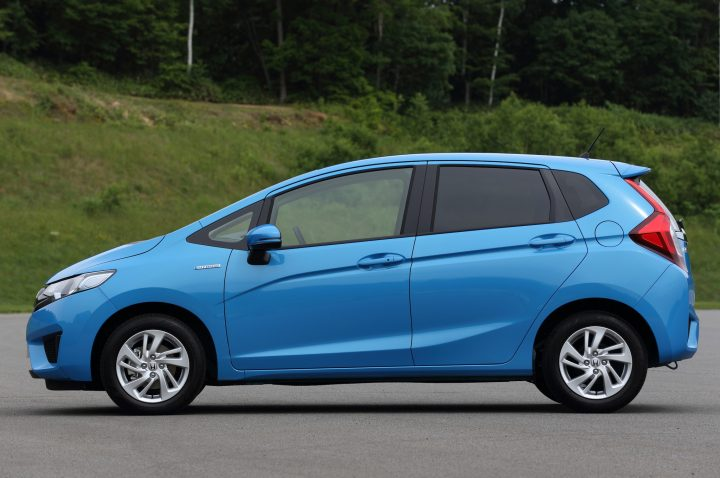 2014-Honda-Fit-Hybrid-side-view