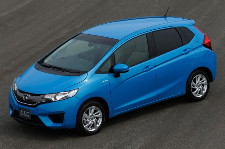 2014-Honda-Fit-front-three-quarters-view-blue