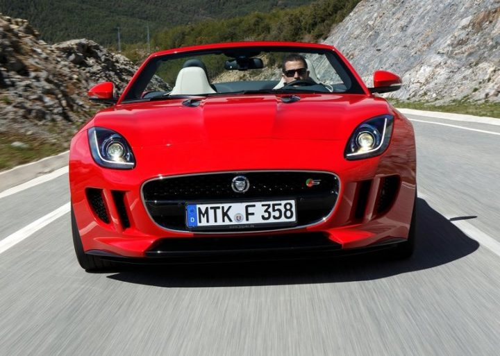 Jaguar-F-Type_V8_S_2014_800x600_wallpaper_64