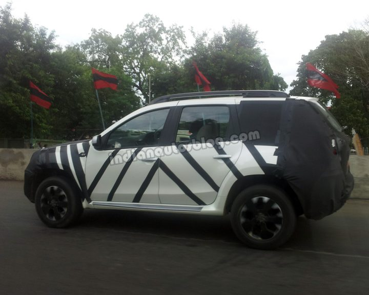 Nissan Terrano Side Spy Shot