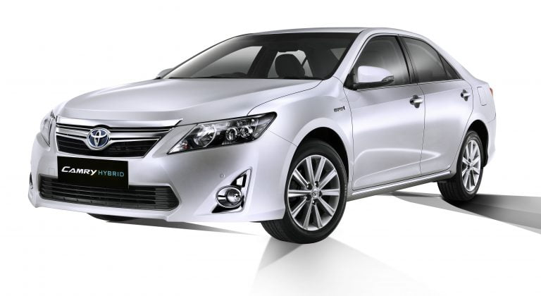 2013 Toyota Camry Hybrid Launched In India At Rs. 29.75 Lakhs