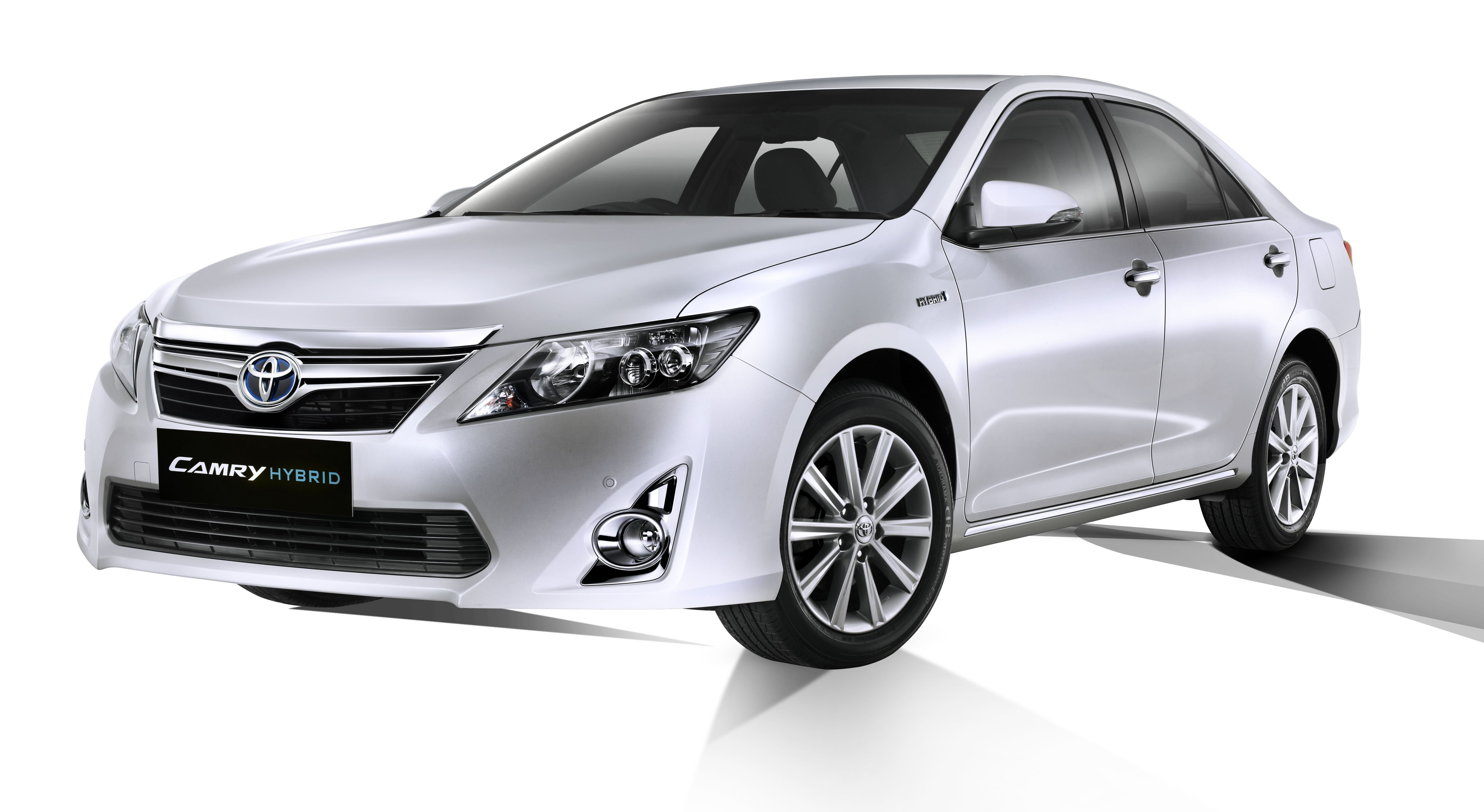 2013 Toyota Camry Hybrid Launched In India At Rs 29 75 Lakhs