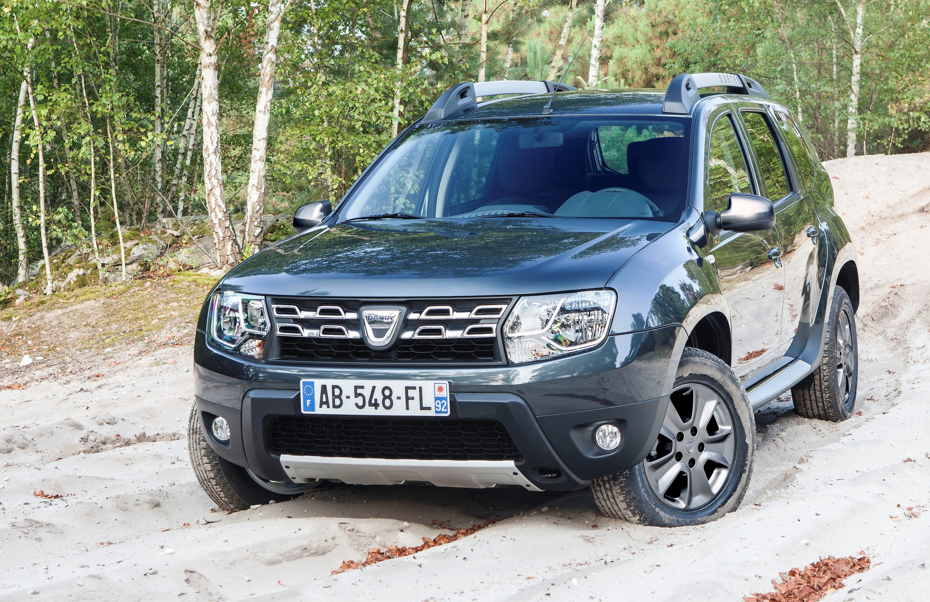 2014 renault duster what is new update new photos videos. Black Bedroom Furniture Sets. Home Design Ideas