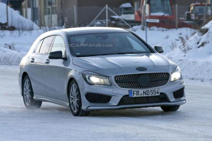 2015 Mercedes-Benz CLA-Class Spy Shot Front Right Quarter