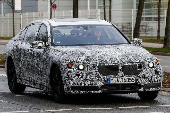 2016 BMW 7-Series Spy Shot Front Right Quarter