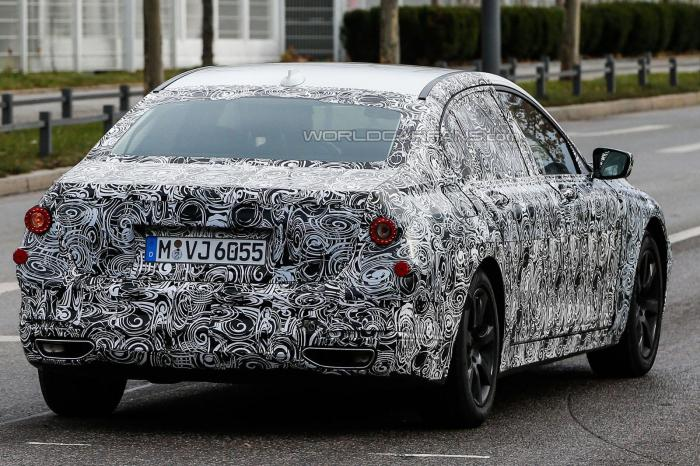 2016 BMW 7-Series Spy Shot Rear Right Quarter