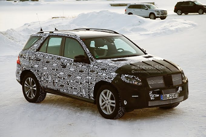 2015 Mercedes-Benz M-Class Front Right Quarter Static Spy Shot