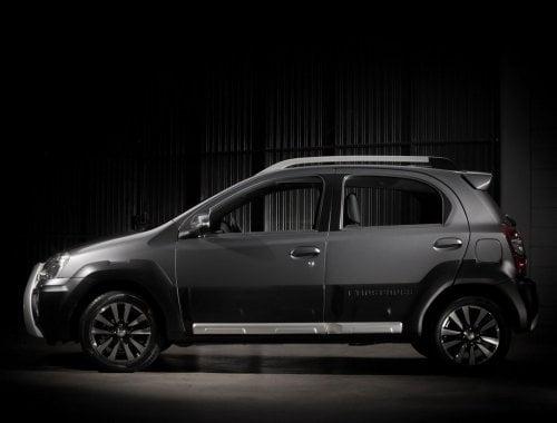 Toyota-Etios-Cross-Side