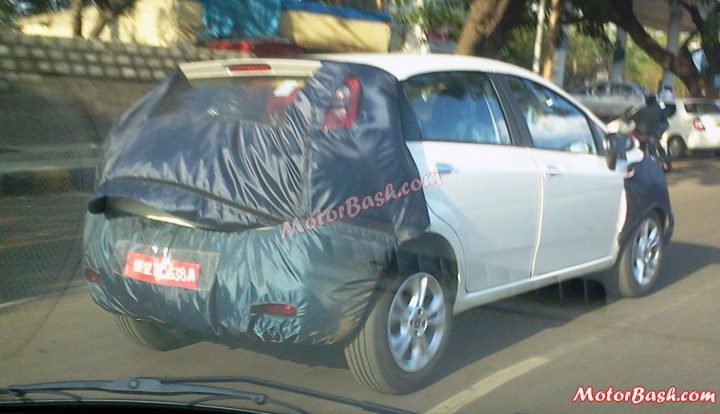 2015 Fiat Avventura Spy Shot Rear Right Quarter