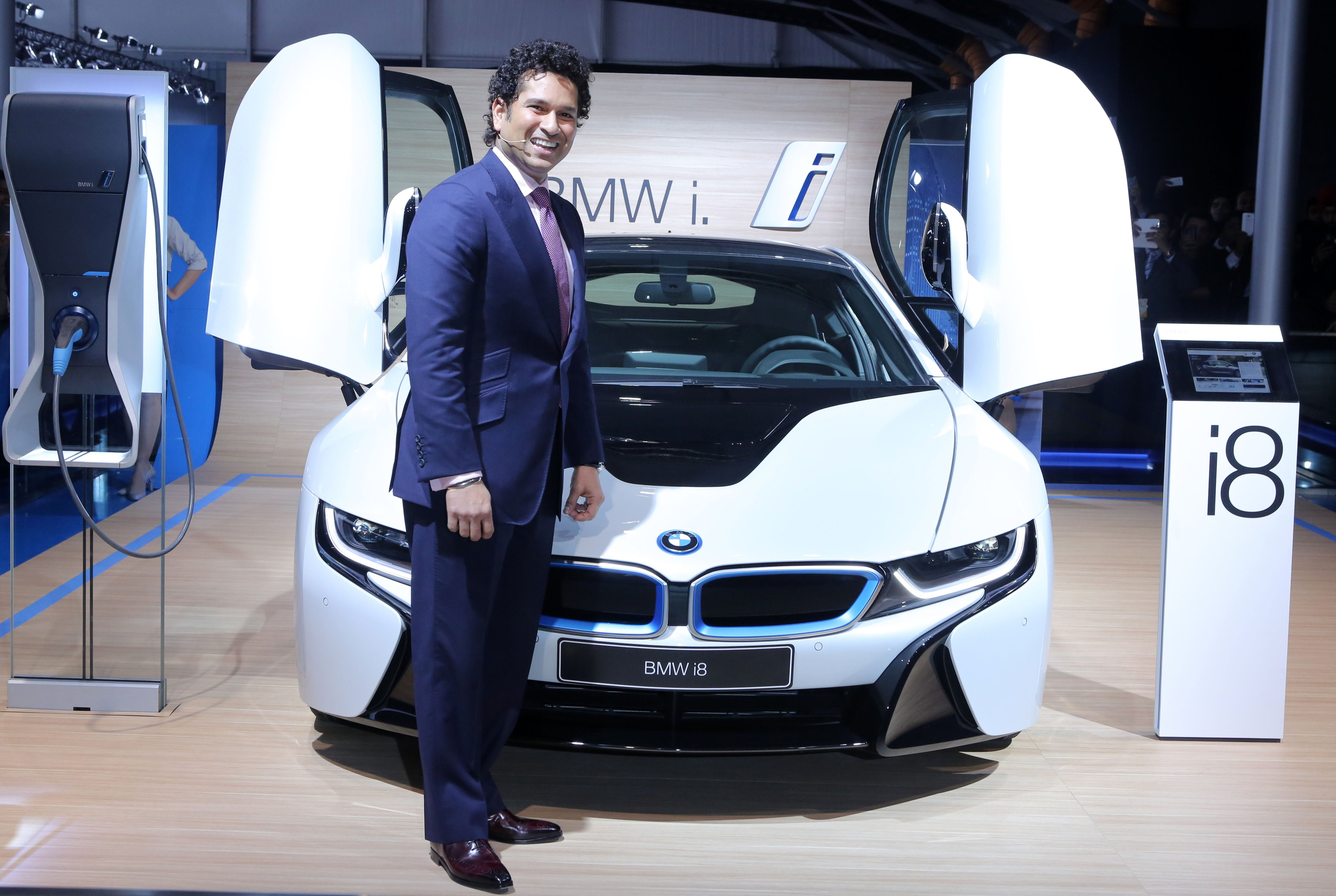 Sachin Tendulkar With The Bmw I8 At The Auto Expo 2014 Carblogindia