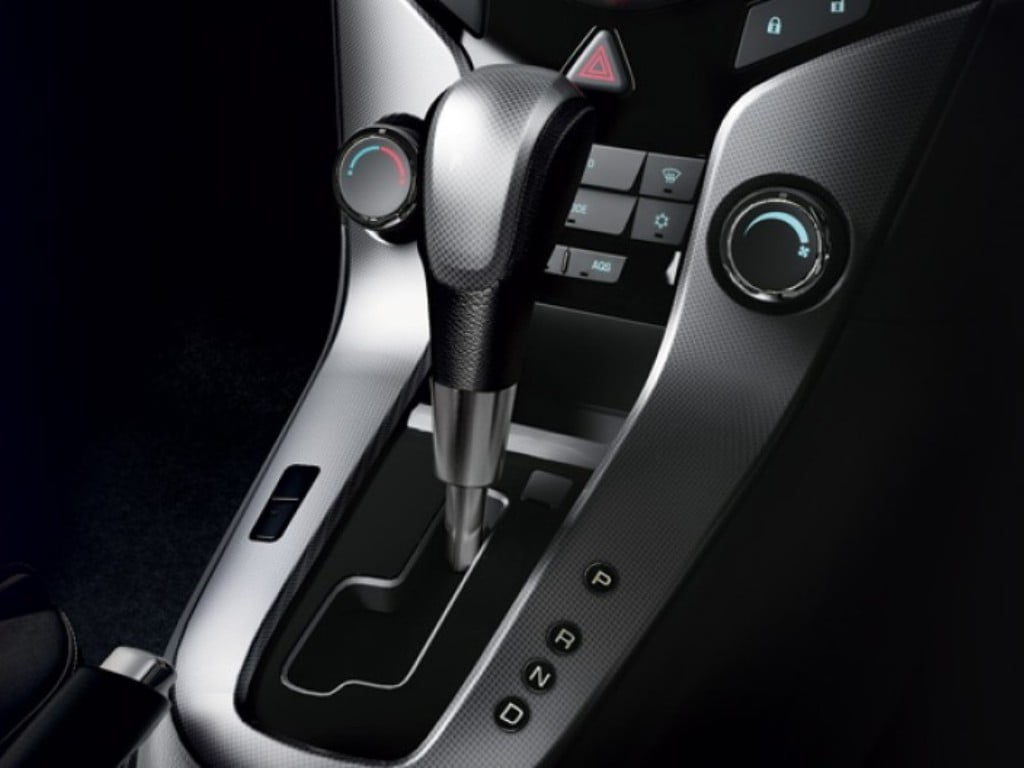 2014 chevrolet cruze interior 6 speed auto transmission carblogindia. Black Bedroom Furniture Sets. Home Design Ideas