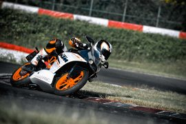 2014 KTM RC 390 Front Right Qaurter Leaning