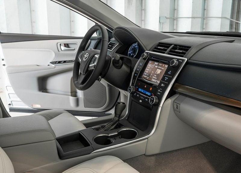 2015 toyota camry interior front cabin passenger side view carblogindia. Black Bedroom Furniture Sets. Home Design Ideas