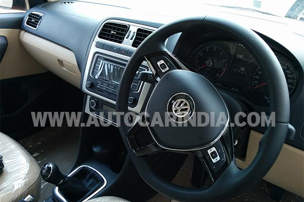 volkswagen polo facelift interior driver side view carblogindia. Black Bedroom Furniture Sets. Home Design Ideas