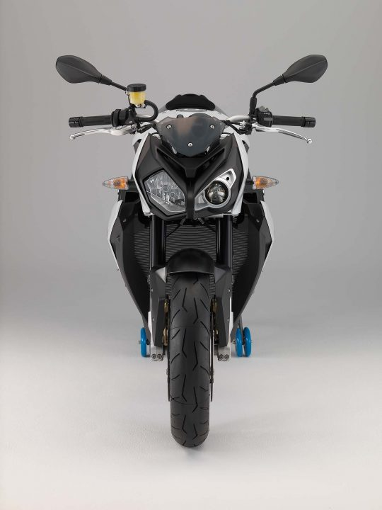 2014-BMW-S1000R-Front